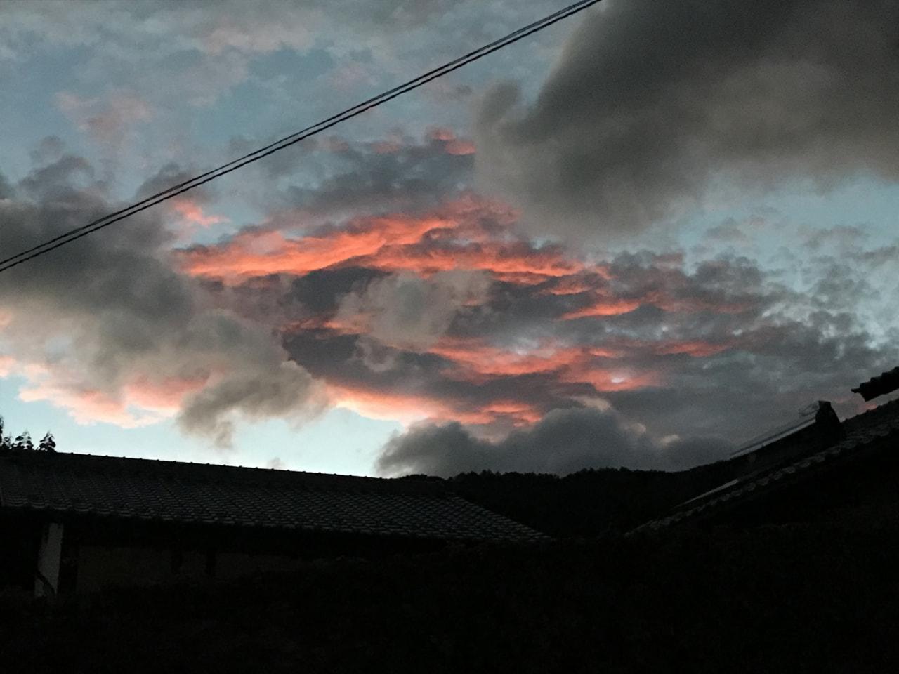 雲が燃えてる⁉